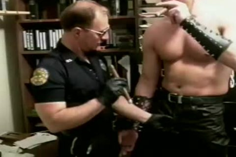 Peter Askins engulfing On The Police Officer\'s 10-Pounder