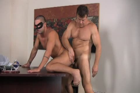 Muscled guy Is slammed In His wicked wazoo As Robinm