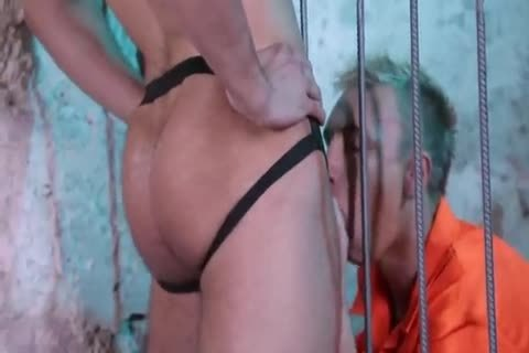 lustful Prisoner banged By Guard(unprotected)