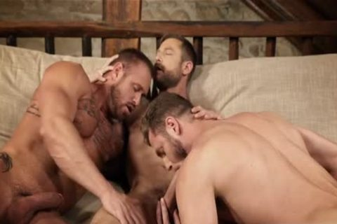 Muscle homo 3some And Creampie