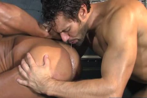 Tattoo Bodybuilder anal And spunk flow