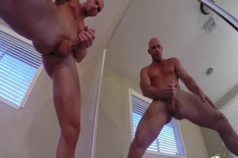 Porn guy Johnny Sins Jerks Off whilst Working Out
