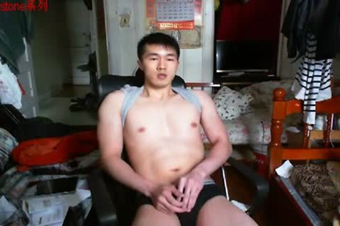 A handsome Chinese Hand Job In webcam