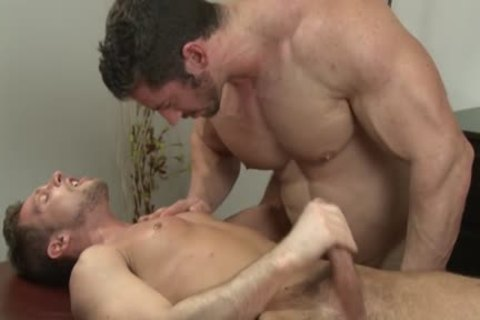 Muscle Bodybuilder blowjob-service And Massage