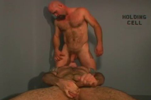 White lad pokes darksome masseurs arsehole