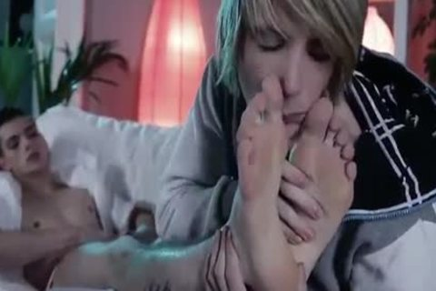 Tw-nks Love Feet And nailing