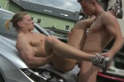 Car Mechanic Barebacks His Customer