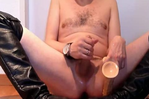 Jerking Wearing darksome Over-knee High-heels With fake penis And Cumming