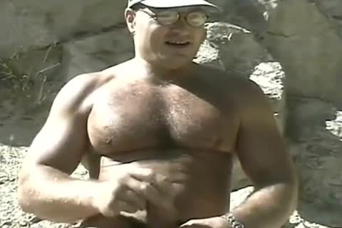 lewd Bodybuilder Outdoor stroking