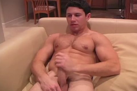 This darksome Haired powerful fellow Enjoys His jack off