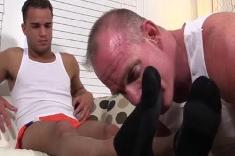 Muscled Dev Likes Licking Toes As Javi Wanks His large knob
