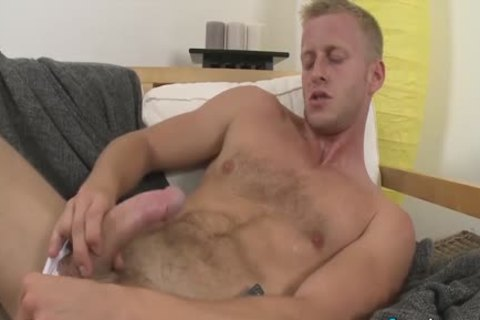Brawny chick denis reed likes stroking his hard shlong