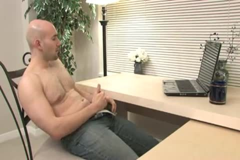 Buck Surfs For Porn Online And Jerks Himself Off With enjoyment