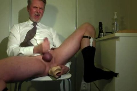 Searing Daddy Jizzing In Front Of The webcam