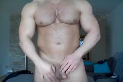Captivating hunk acquires a cook jerking