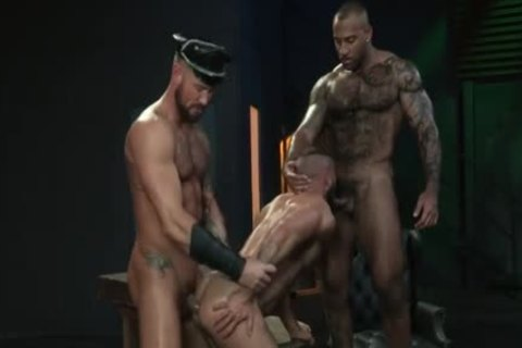 Muscle Bear 3some With sex cream flow