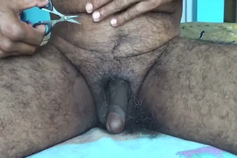 090717TRIMMING MY PUBIC HAIR WITH SCISSORS-two