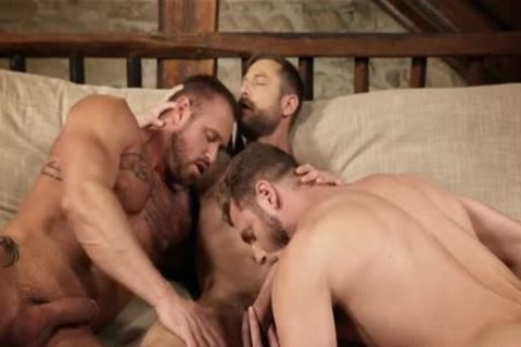 Muscle homo threesome With Creampie