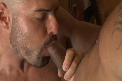 Muscle Bear raw With anal cumshot