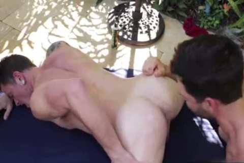 gigantic 10-Pounder Flip Flop With Creampie