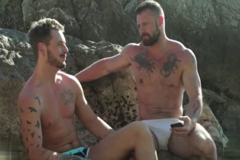 Muscle bear outdoor and facial cum