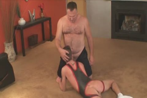 Euro muscular amateur cocksucked at party