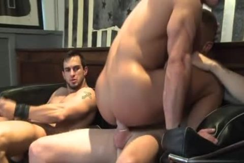 Muscle homosexual oral service job with cumshot