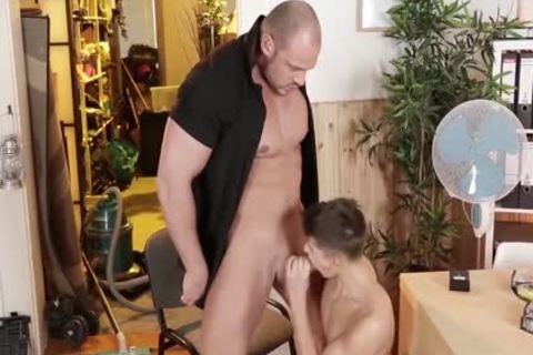 delicious Bodybuilder And His Real toy