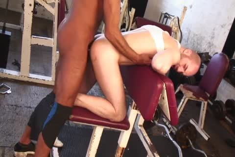 Tanned Lad Nails enchanting Lad's anal In The Gym