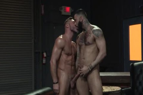 Muscle Bear arse stab And cumshot