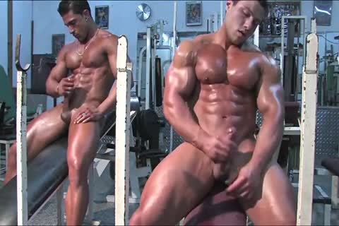 4-11 3  Bodybuilders In The Gym