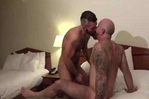 Muscle Bear unprotected And cumshot