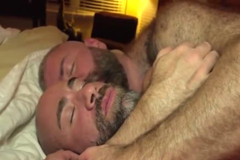 The Bear Likes The gigantic penis Of The Bear Daddy