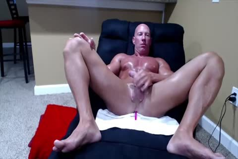 Tanned Muscle daddy On web camera