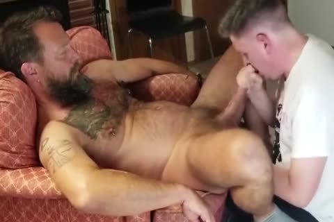Servicing A kinky hairy dude