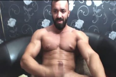 Bearded muscular stud Strokes His gigantic 10-Pounder