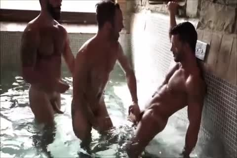 Three Muscle Hunks raw In A Sex Club
