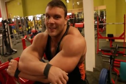 Ruso enormous (Russian Federation Muscle)