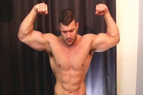 Muscley hot straighty gets nasty