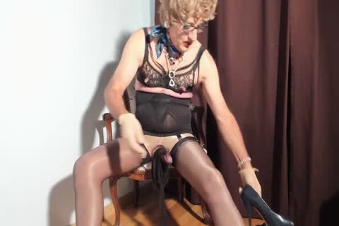 I Love To see My Clitty Dressed With Nylon nylons