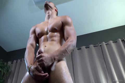 Latino Muscle Solo