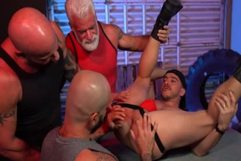 [RFC] R453 Alessio Vega Vs Three Muscle Daddies