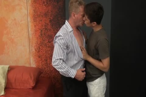 Russian Daddy Oleg pokes pretty twink