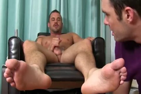 Darin receives His Feet Worshipped By Cameron