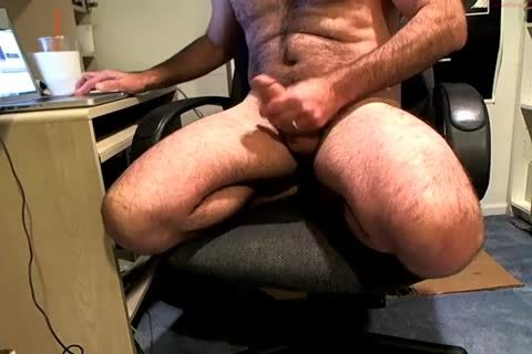 Hung beefy Daddy Wanks On His Chair