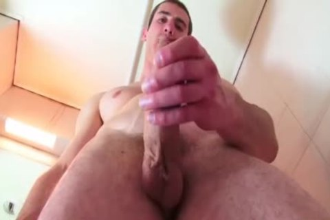 Beautifull True Straight daddy receives Filmed His big penis In A Shower.(Guillaume)