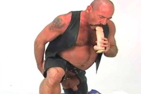 Butch leather wearing old lad w/ large sex tool